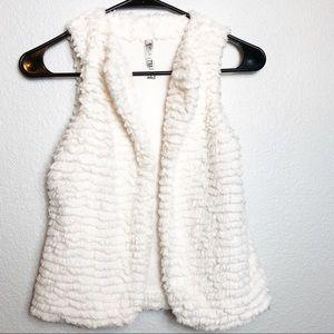 Beautees faux fur vest in white. Size M